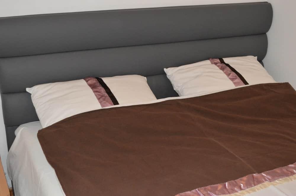 Spavaca soba 3 zumiran krevet