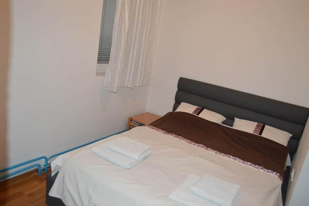Spavaca soba 3 sa bracnim krevetom