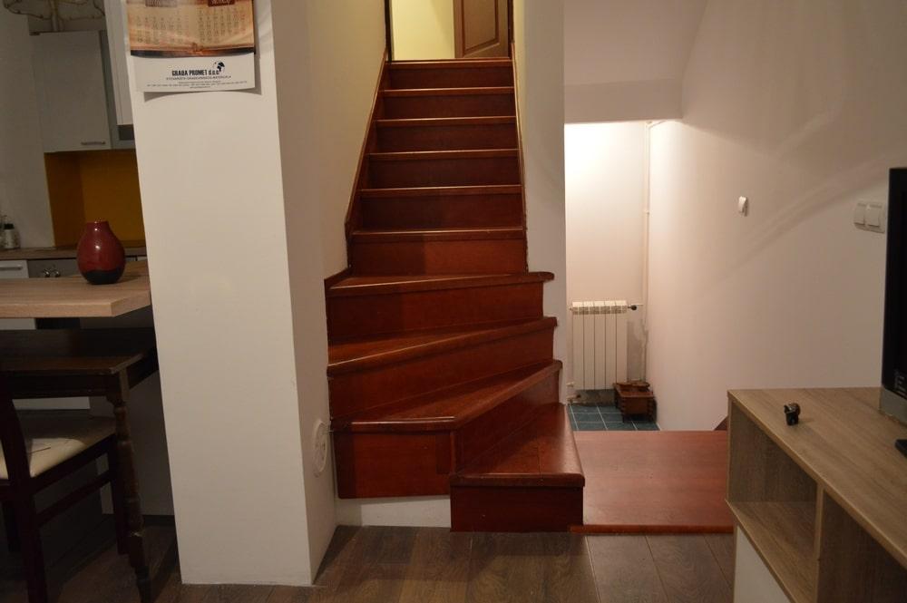 Apartman 3, ulaz stepeniste