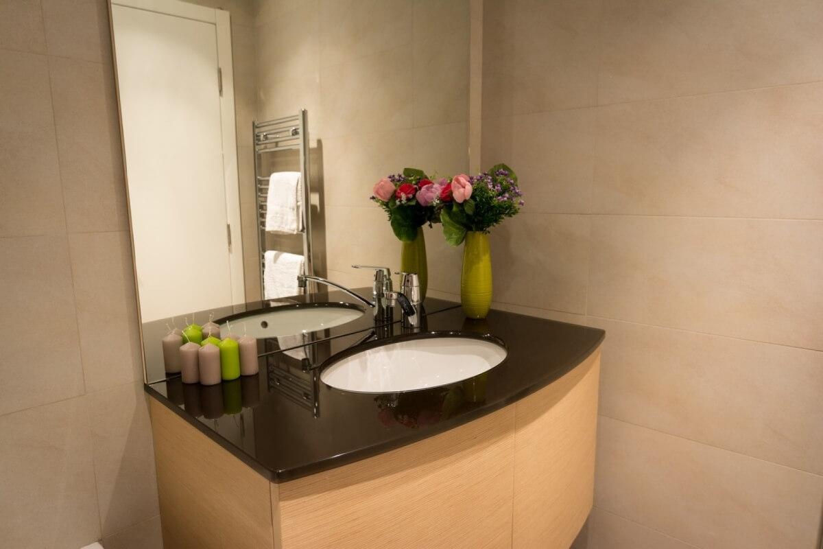 Lavabo u kupatilu airport apartmana, Novi Beograd