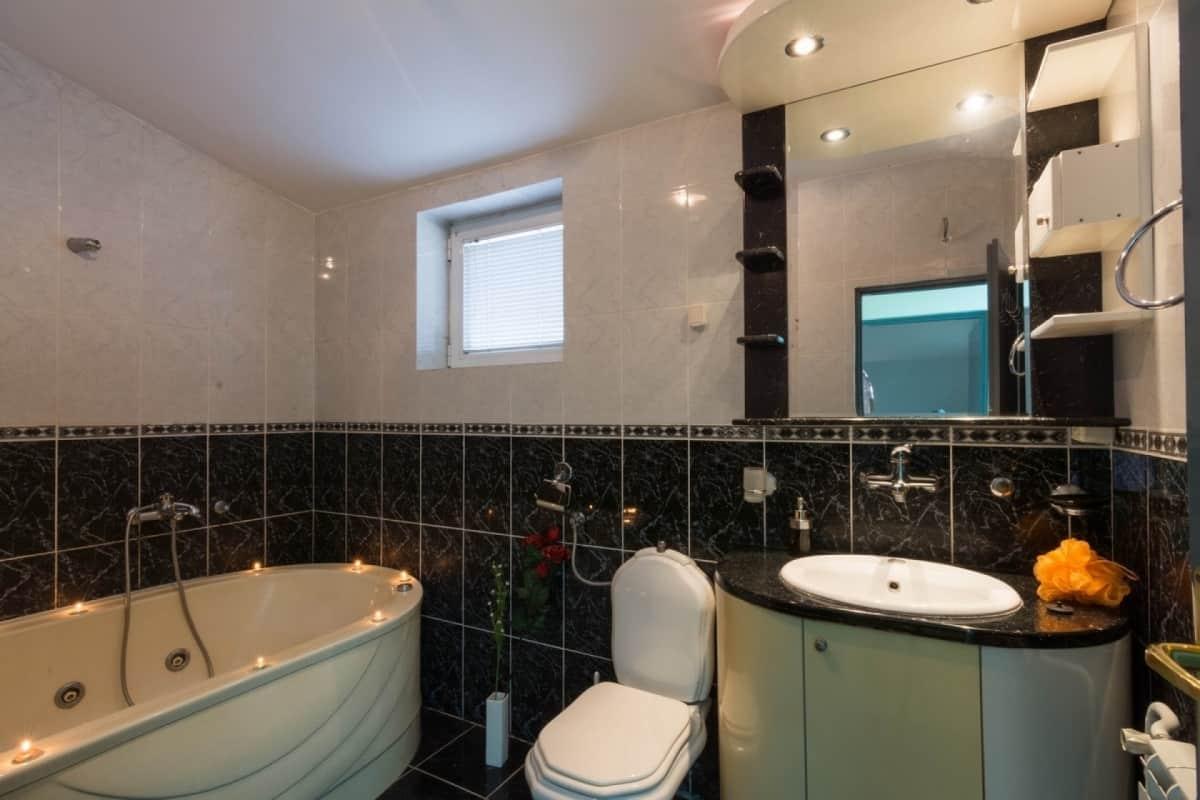 kupatilo na spratu sa kadom