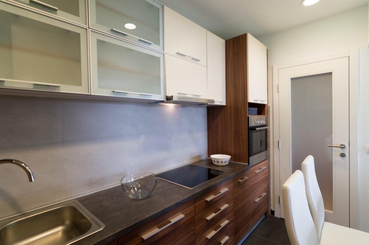 Apartman kod Bellvila i Simensa, kuhinja