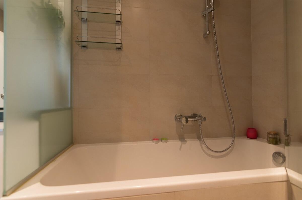 Apartman kod Bellvila i Simensa, kupatilo sa kadom