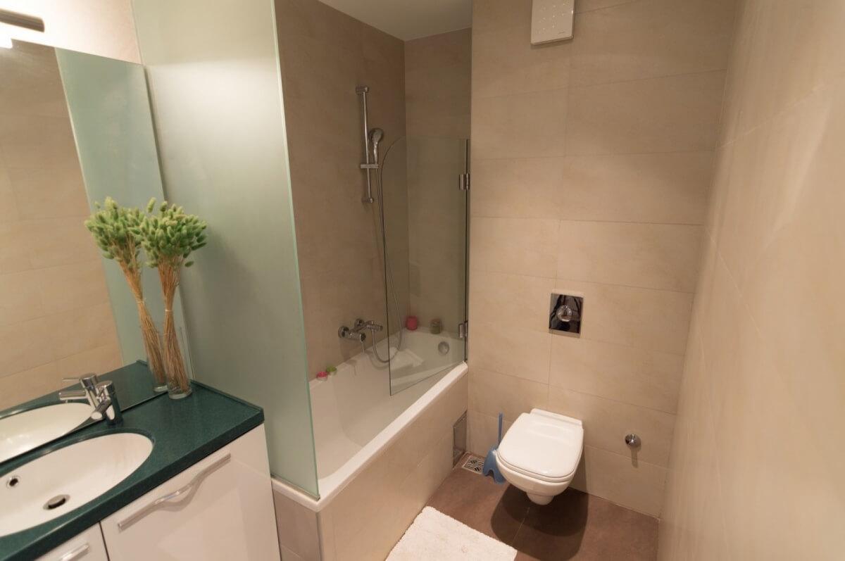 Apartman kod Bellvila i Simensa, kupatilo1