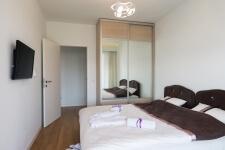 Spavaca soba sa televizorom airport apartmana, Novi Beograd