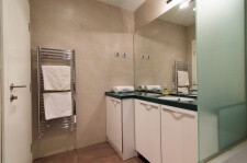 Apartman kod Bellvila i Simensa, kupatilo