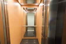 Apartman kod Bellvila i Simensa, lift