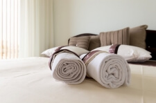 Apartman kod Bellvila i Simensa, spavaca soba lezaj sa peskirima