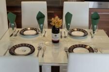 Apartman kod Bellvila i Simensa, trpezarijski sto za rucavanje